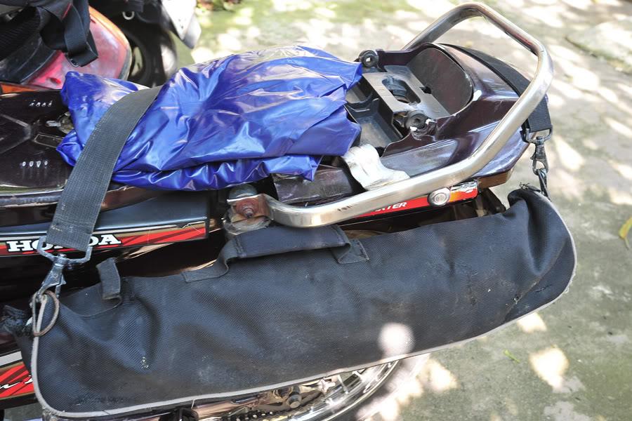 Cách cột đồ khi đi phượt xuyên Việt bằng xe máy