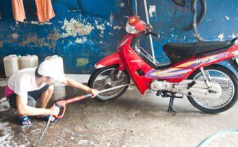 Không nên rửa xe khi máy còn nóng