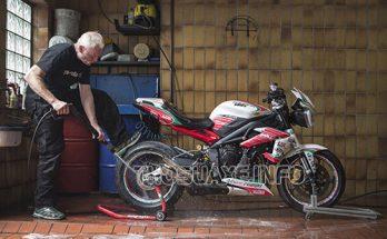Người dùng nên rửa xe máy thường xuyên