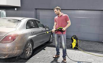 Rửa xe ô tô bằng nước rửa chuyên dụng