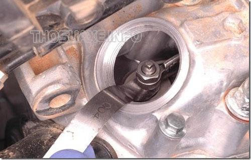 Phương pháp chỉnh cò giúp xử lý hiện tượng xe máy bị hở xupap rất hiệu quả