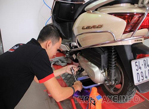 Kiểm tra và thay dầu định kỳ cho xe của bạn giúp xe hoạt động ổn định