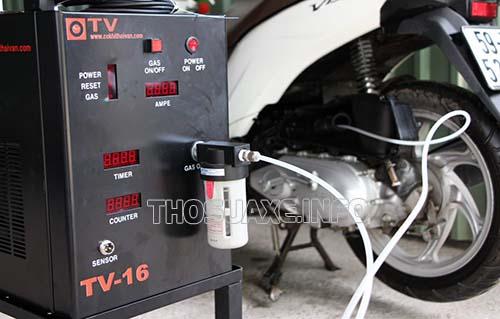 Bạn có thể mang xe đến trung tâm bảo dưỡng để vệ sinh buồng đốt xe máy nhanh và an toàn