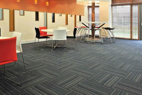 Máy giặt thảm phun hút Hiclean giúp bạn làm sạch thảm trải sàn một cách nhanh chóng