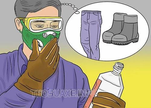 Khi tiếp xúc với hóa chất bạn cần sử dụng các dụng cụ bảo hộ lao động