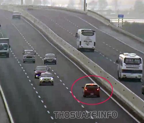 Ô tô đi ngược chiều có thể gây nguy hiểm cho nhiều ngừoi