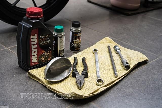 Những dụng cụ hỗ trợ thay dầu xe máy tại nhà