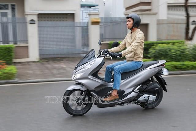 Với tốc độ trung bình 50km/h xe máy di chuyển nhanh chóng, linh hoạt