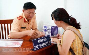 Đến cơ quan công an để làm thủ tục đăng ký xe ô tô
