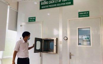 Kiểm tra hoạt động phòng áp suất âm bằng hệ thống ống thổi khí