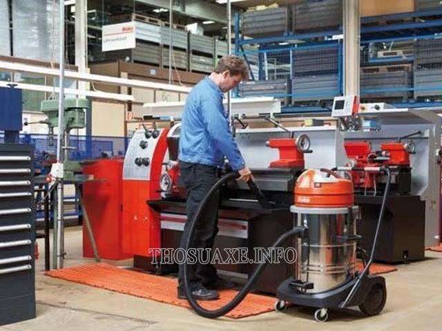 Không gian nhà xưởng cần một máy hút bụi có công suất lớn để đáp ứng được nhu cầu vệ sinh tần suất cao