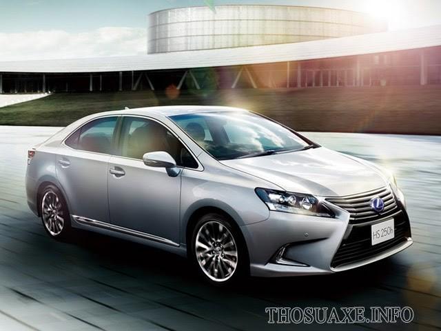 Lexus HS kết hợp cả động cơ xăng và động cơ điện