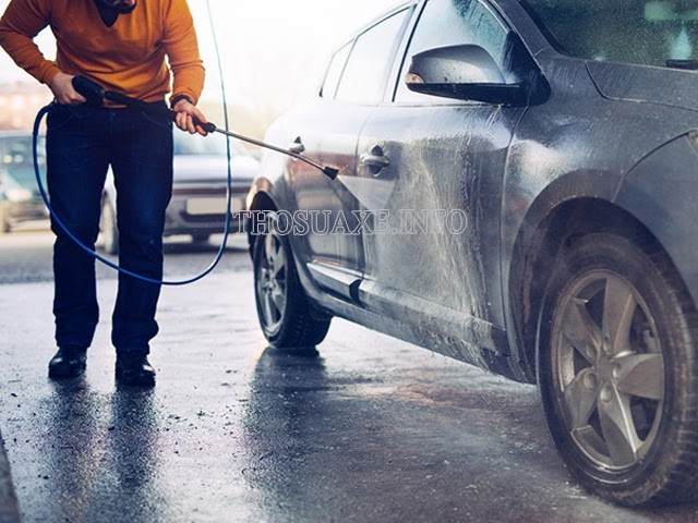 Máy rửa xe chuyên nghiệp là gì?