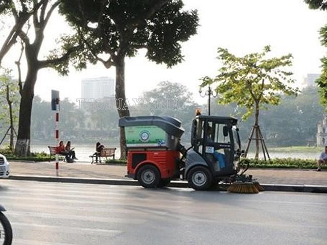 Xe quét đường giúp đường phố luôn mang dáng vẻ sạch đẹp