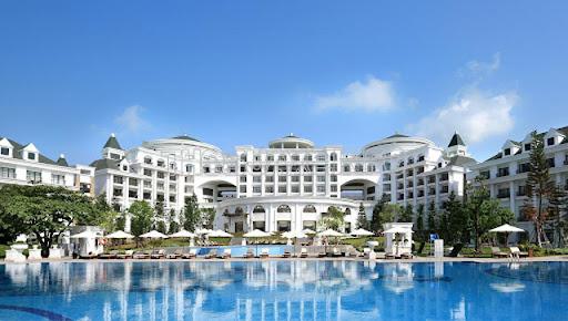 Hàng loạt các khách sạn nên bạn có thể dễ dàng lựa chọn nơi ở cho gia đình mình
