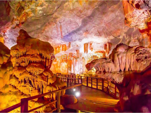 Vẻ đẹp lung linh tại hang Đầu Gỗ