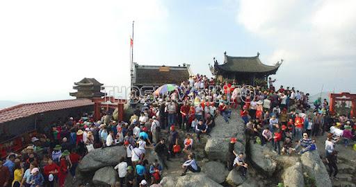 Du khách bốn phương hàng năm về chùa Yên Tử